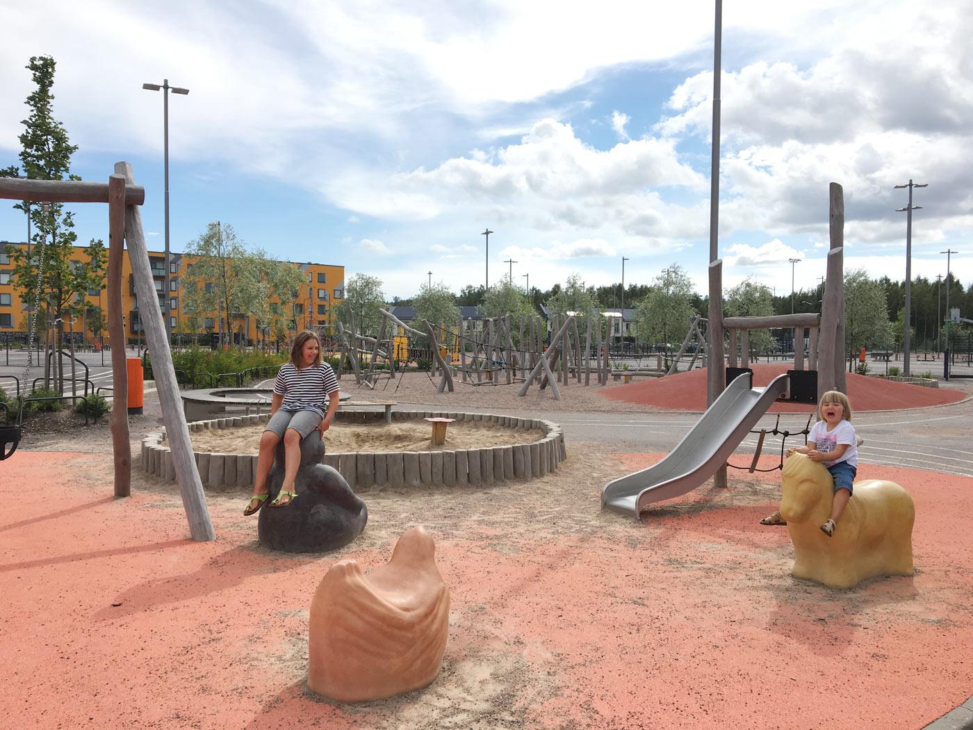 Opinmäki playground kids playing