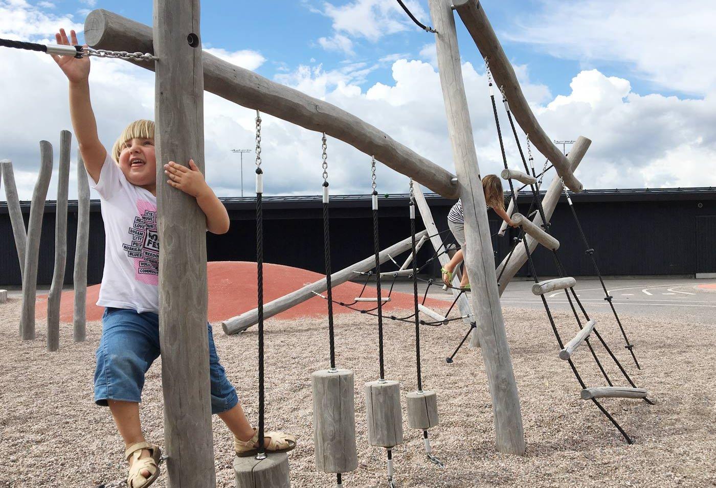 Opinmäki campus playground kids playing