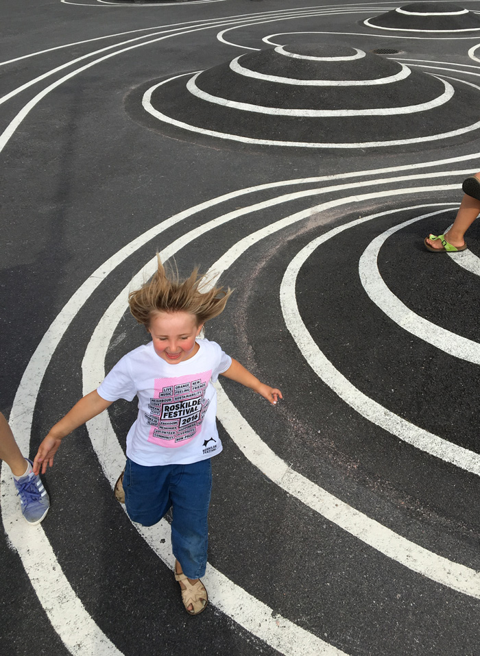 Opinmäki playing field kids running